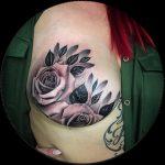 Bröstcanceröverlevare inspirerar med fantastisk mastektomi tatuering